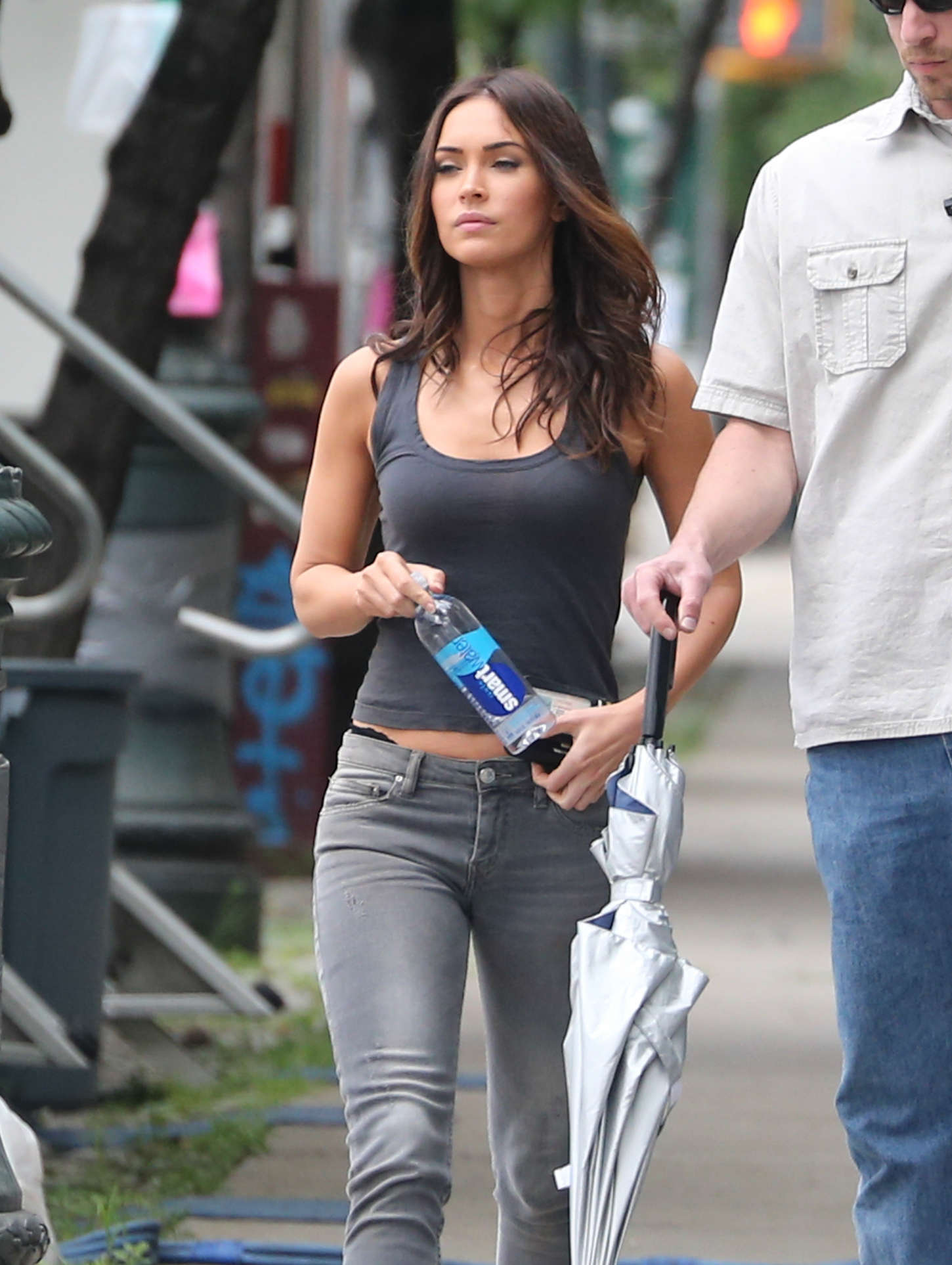 Megan Fox Booty In Jeans On Teenage Mutant Ninja Turtles 2 03