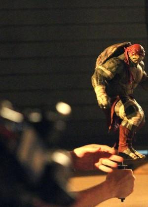 Megan Fox on Teenage Mutant Ninja Turtles 2 set -14