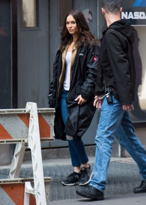 Megan Fox in Ripped Jeans on Teenage Mutant Ninja Turtles 2 -02