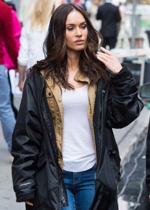 Megan Fox in Ripped Jeans on Teenage Mutant Ninja Turtles 2 -03