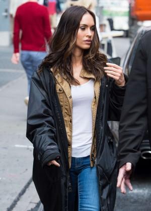 Megan Fox in Ripped Jeans on Teenage Mutant Ninja Turtles 2 -04