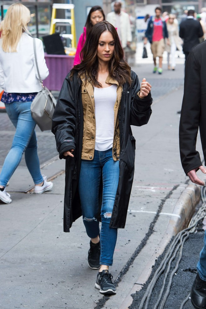 Megan Fox - Set of 'Teenage Mutant Ninja Turtles 2' in NYC
