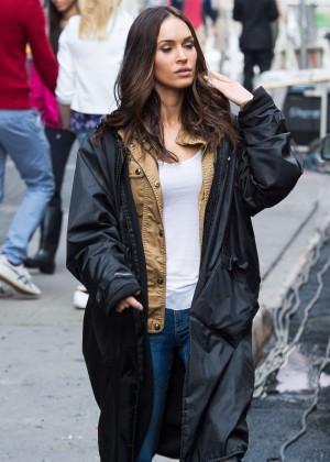 Megan Fox in Ripped Jeans on Teenage Mutant Ninja Turtles 2 -09