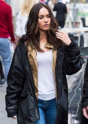 Megan Fox in Ripped Jeans on Teenage Mutant Ninja Turtles 2 -10