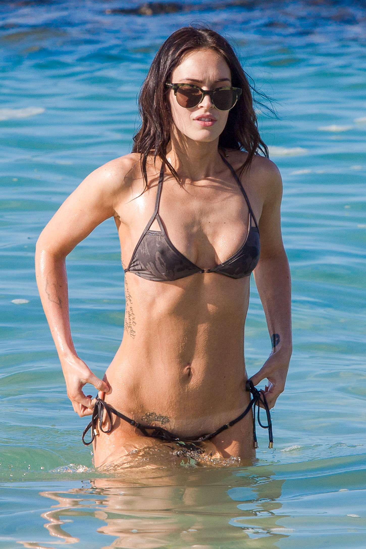Megan-Fox-in-Bikini--26.jpg