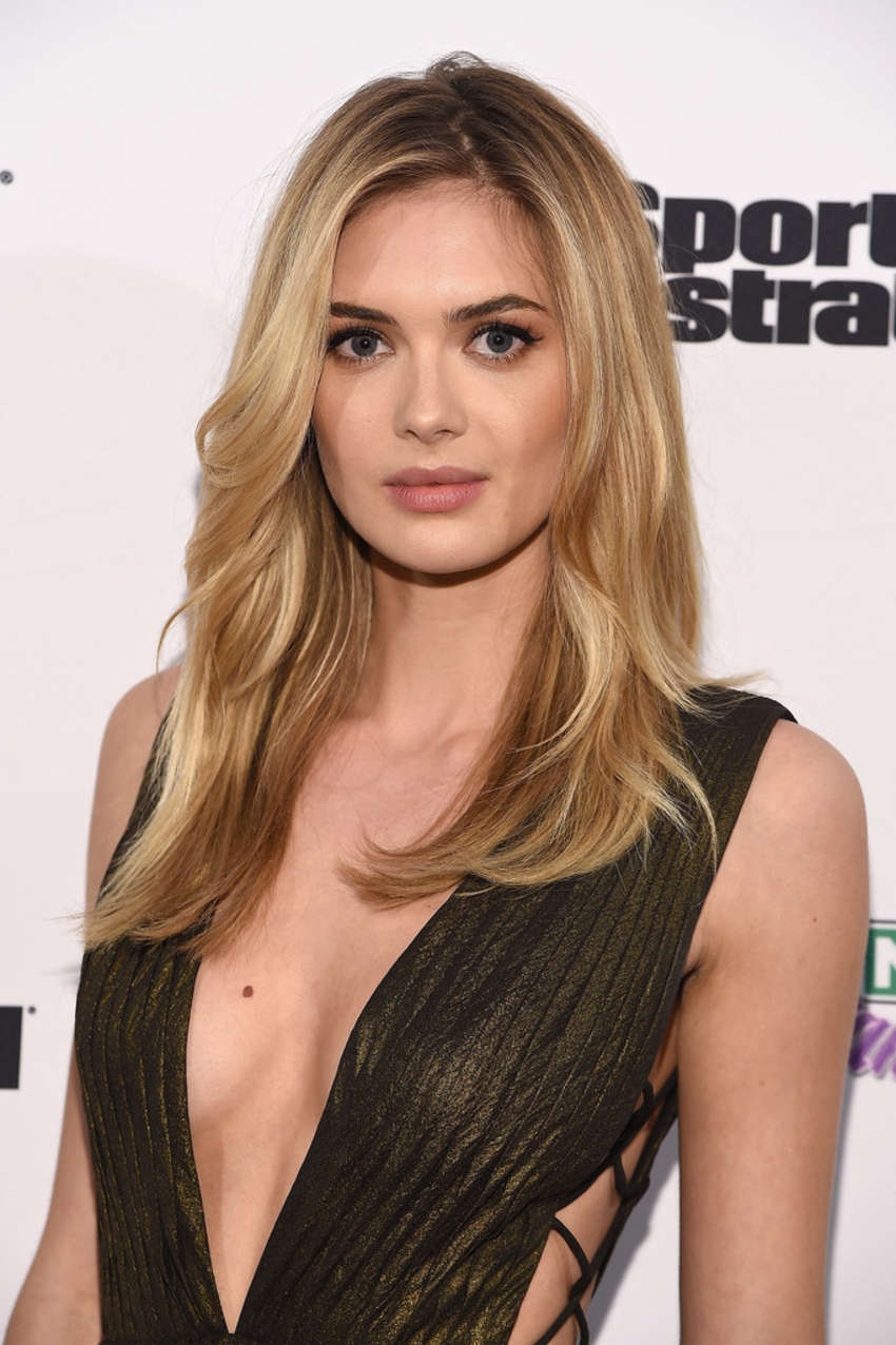 Megan Williams: Sports Illustrated and KIZZANG Bracket Challenge Party ...