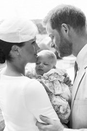Meghan and Harry - Pose with their son Archie Mountbatten-Windsor at Windsor Castle in Windsor