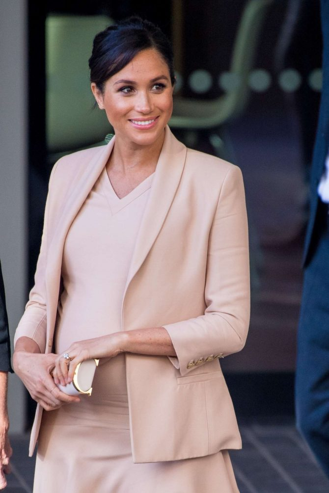 Meghan Markle – Outside the National Theatre in London