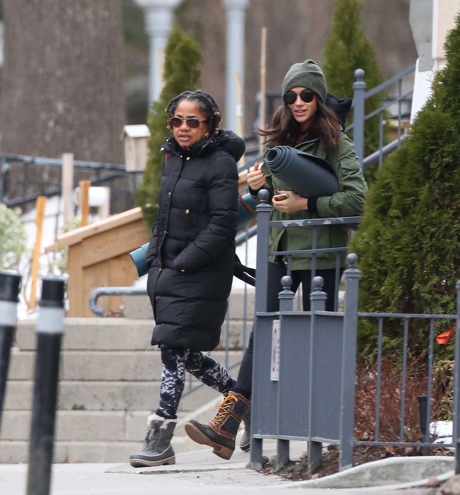 meghan markle with her mom going to yoga 08 � gotceleb