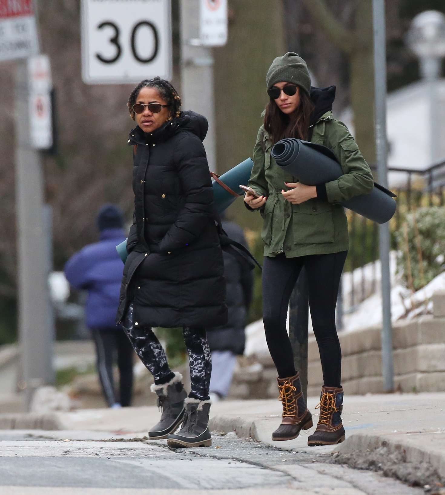 Meghan Markle With Her Mom Going To Yoga -15
