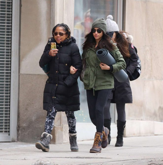 Meghan Markle With Her Mom Going To Yoga -24