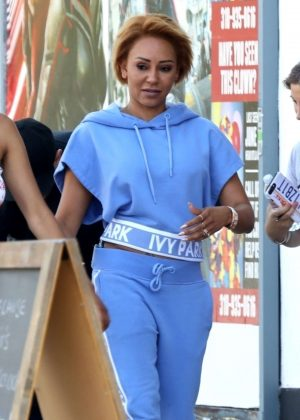 Melanie Brown - Shopping on Melrose Ave in West Hollywood