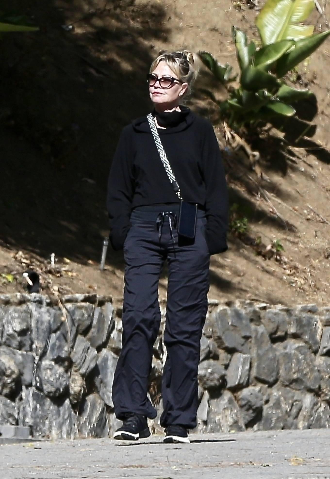 Melanie Griffith - Enjoys walk in Beverly Hills