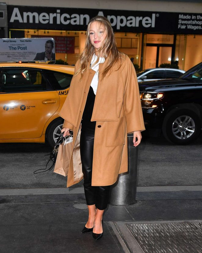 Melissa Benoist - Arrives back to her hotel in New York City