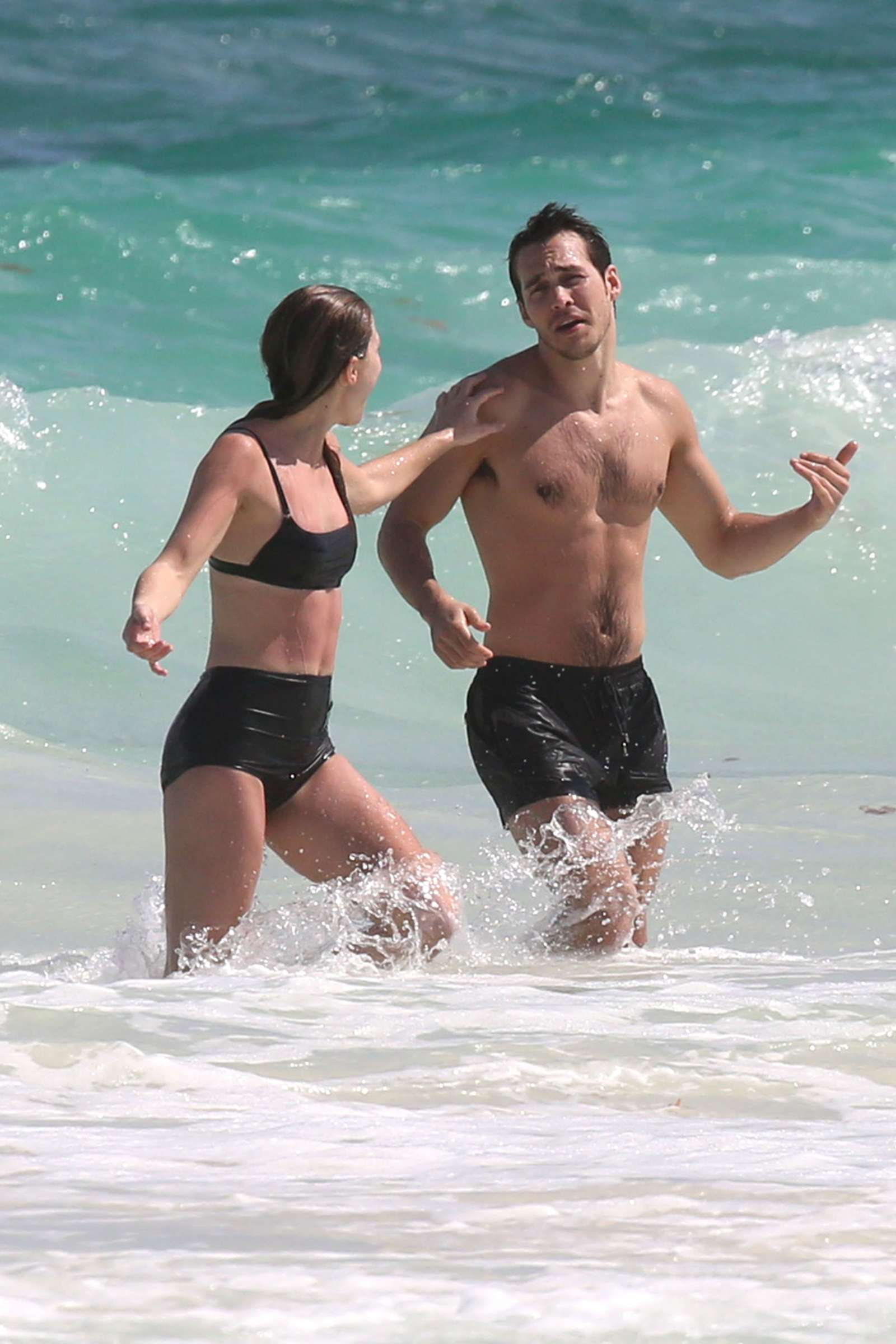 Bikini melissa benoist Melissa Benoist