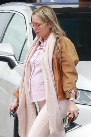Melissa Cohen - baby bump while pumping gas in Los Angeles
