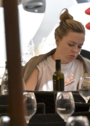 Melissa George out for lunch at Pierluigi's restaurant in Rome