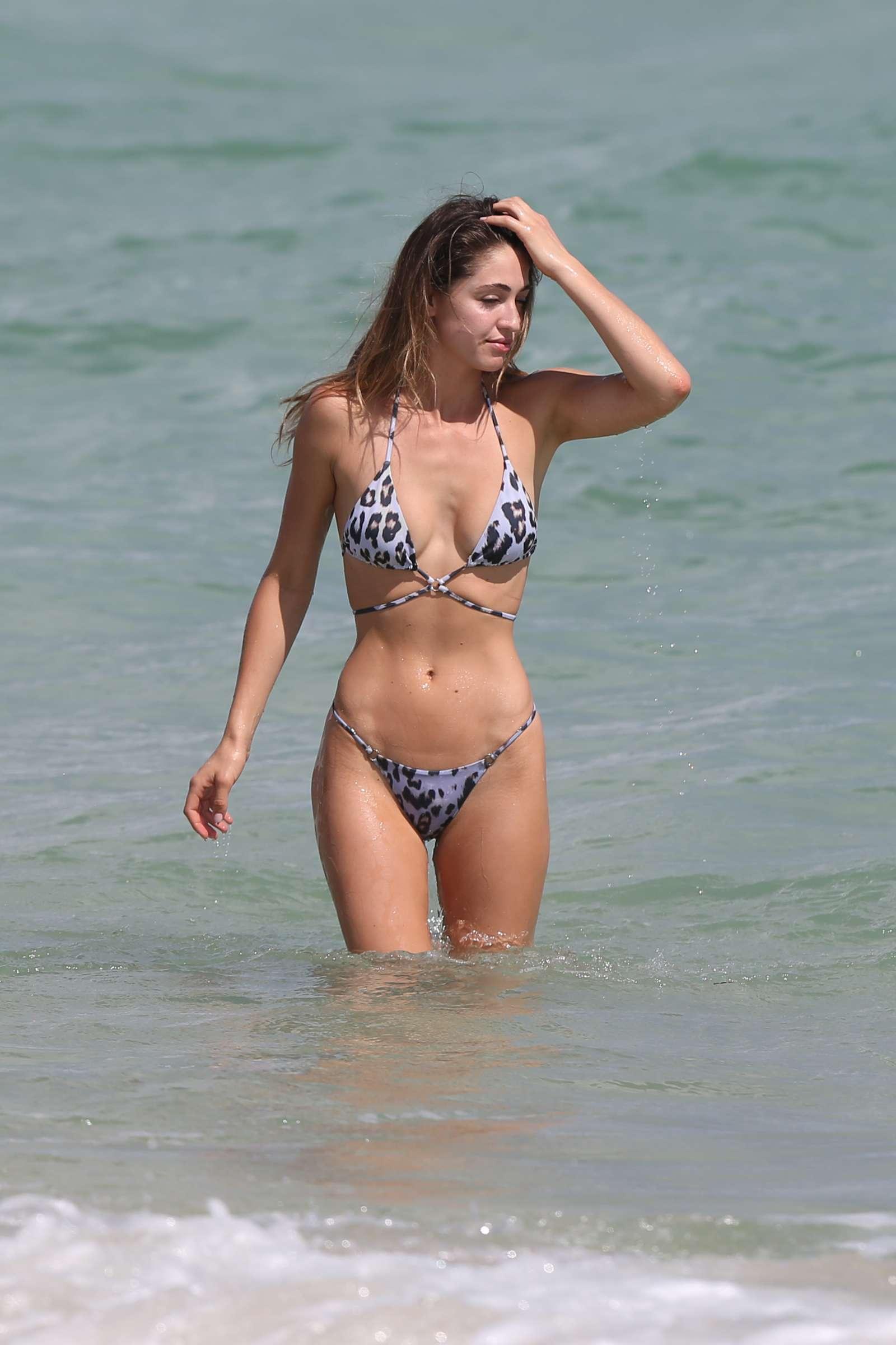 Adriana Fossa Nude Photos