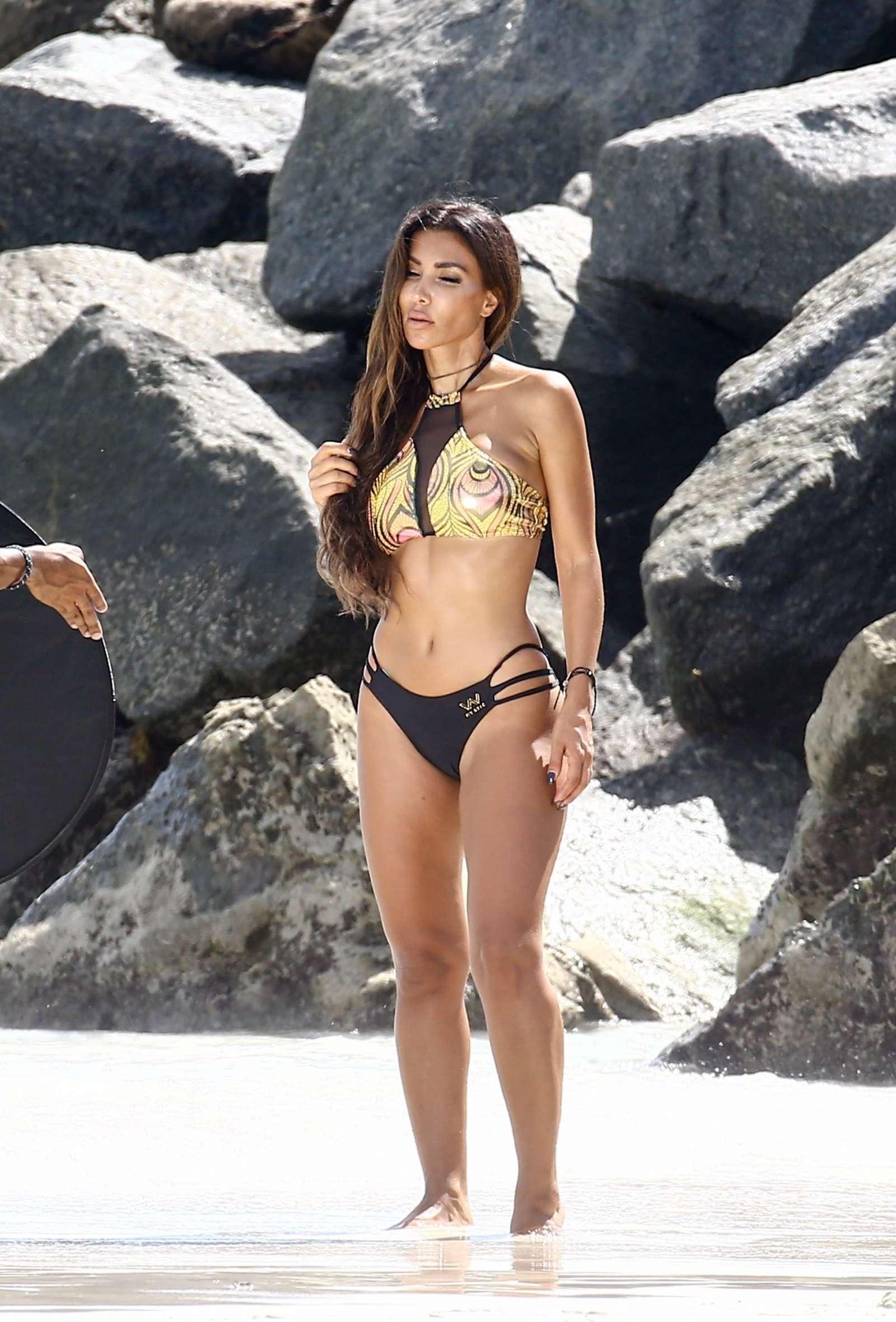 Metisha Schaefer Bikini Photoshoot on Miami Beach Pic 8 of 35