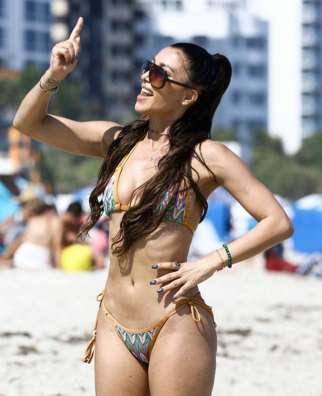 Metisha Schaefer Bikini Photoshoot on Miami Beach Pic 31 of 35