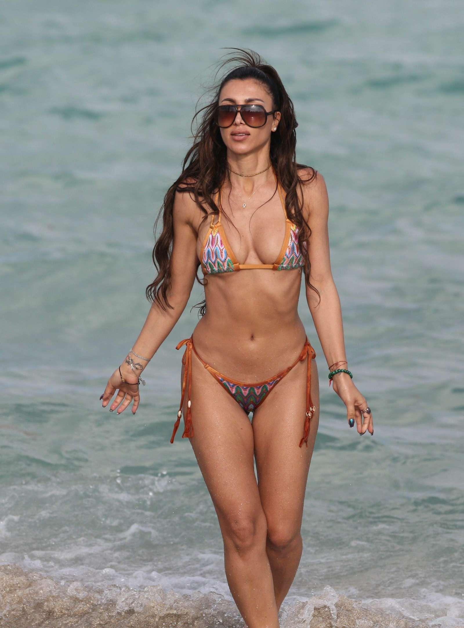Metisha Schaefer Bikini Photoshoot on Miami Beach Pic 29 of 35
