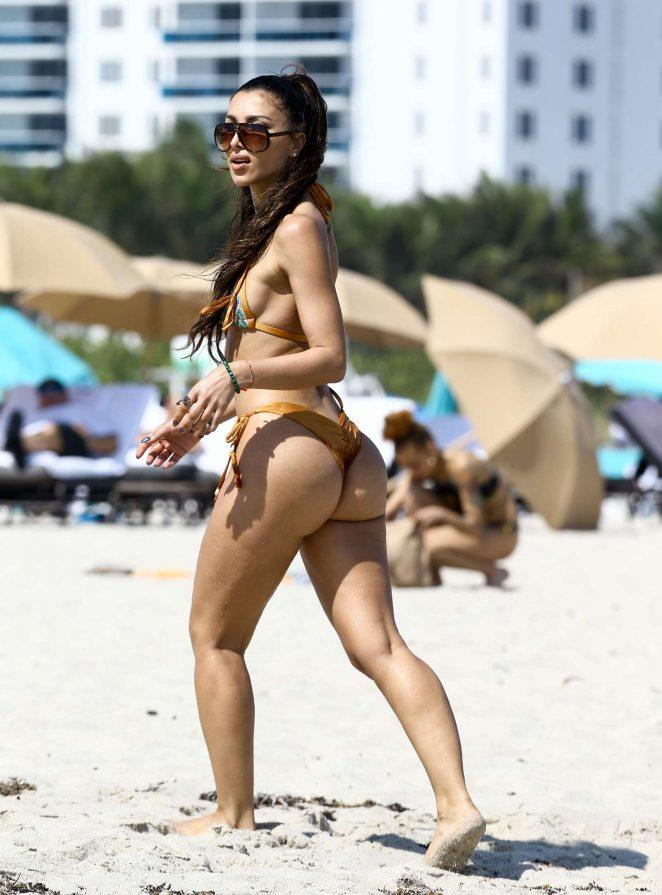 Metisha Schaefer Bikini Photoshoot on Miami Beach Pic 32 of 35