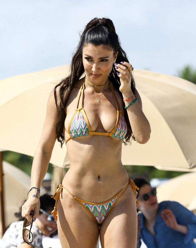 Metisha Schaefer Bikini Photoshoot on Miami Beach Pic 5 of 35