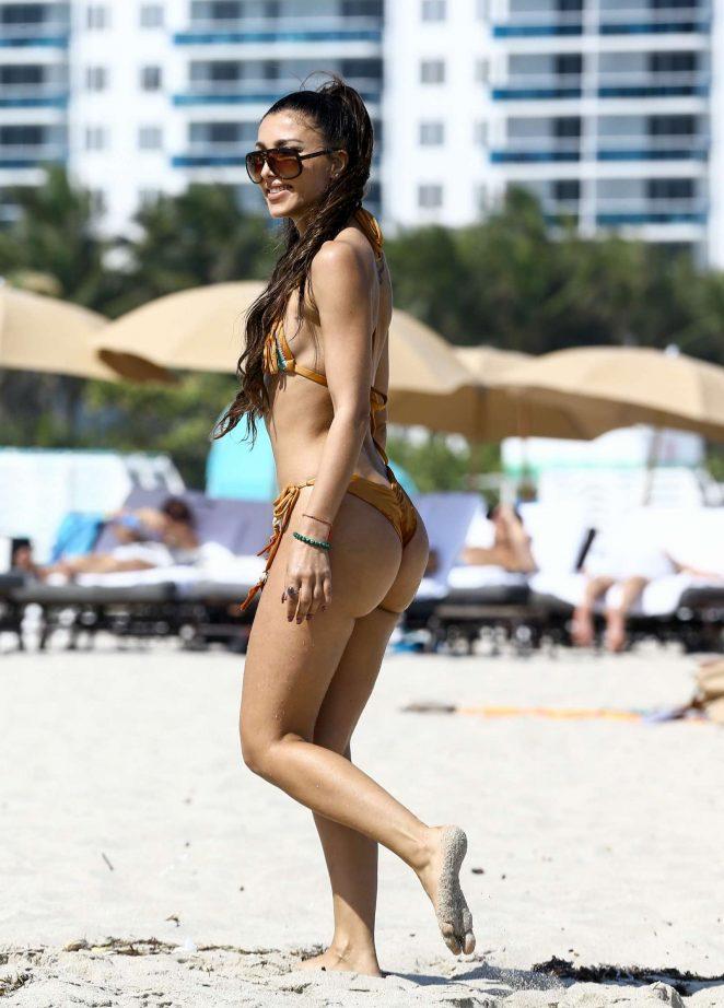 Metisha Schaefer Bikini Photoshoot on Miami Beach Pic 16 of 35