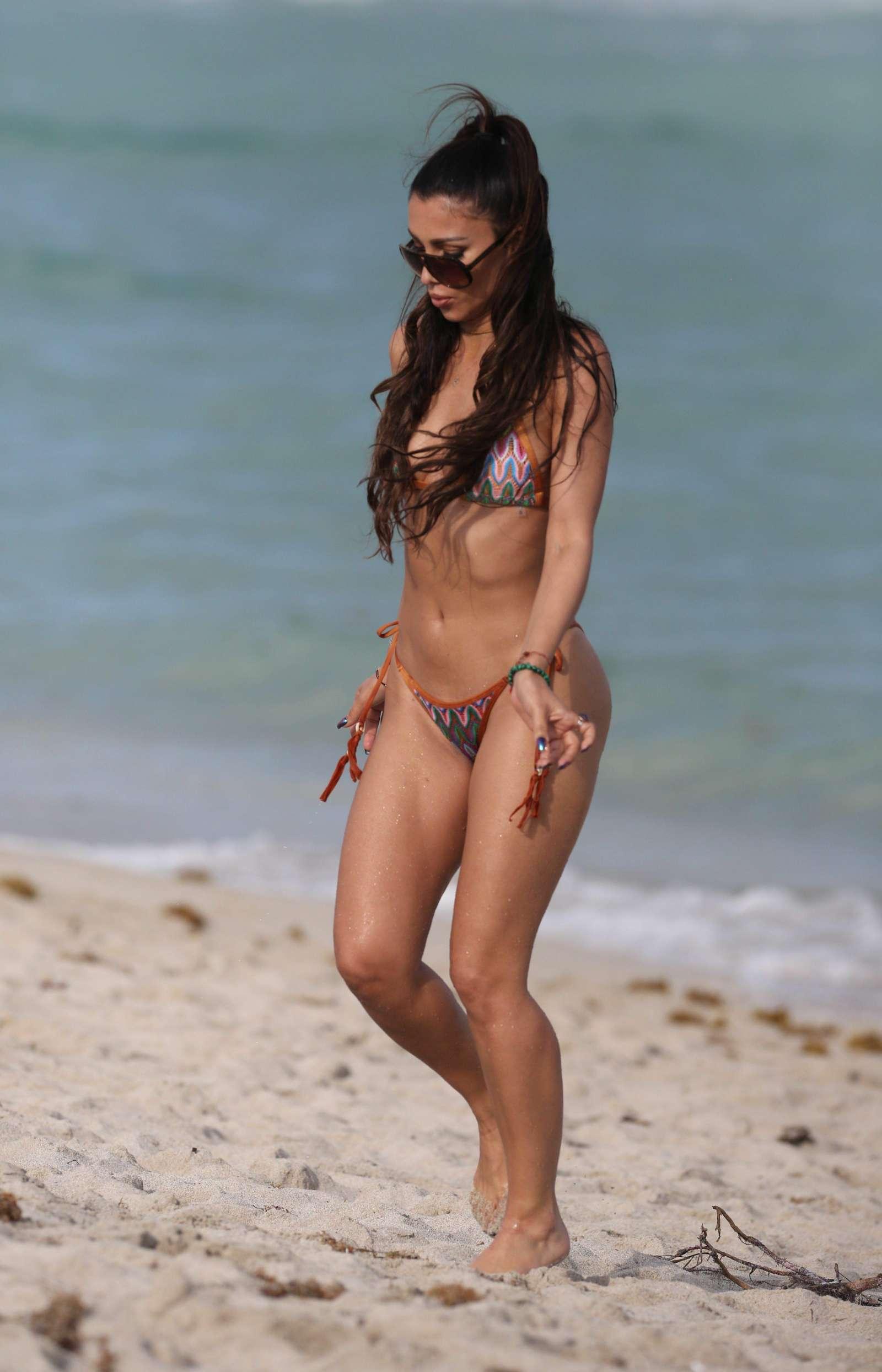 Metisha Schaefer Bikini Photoshoot on Miami Beach Pic 30 of 35