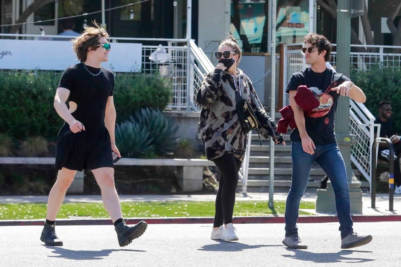 Mia Swier 2021 : Mia Swier – lunch with friends in Los Feliz-08