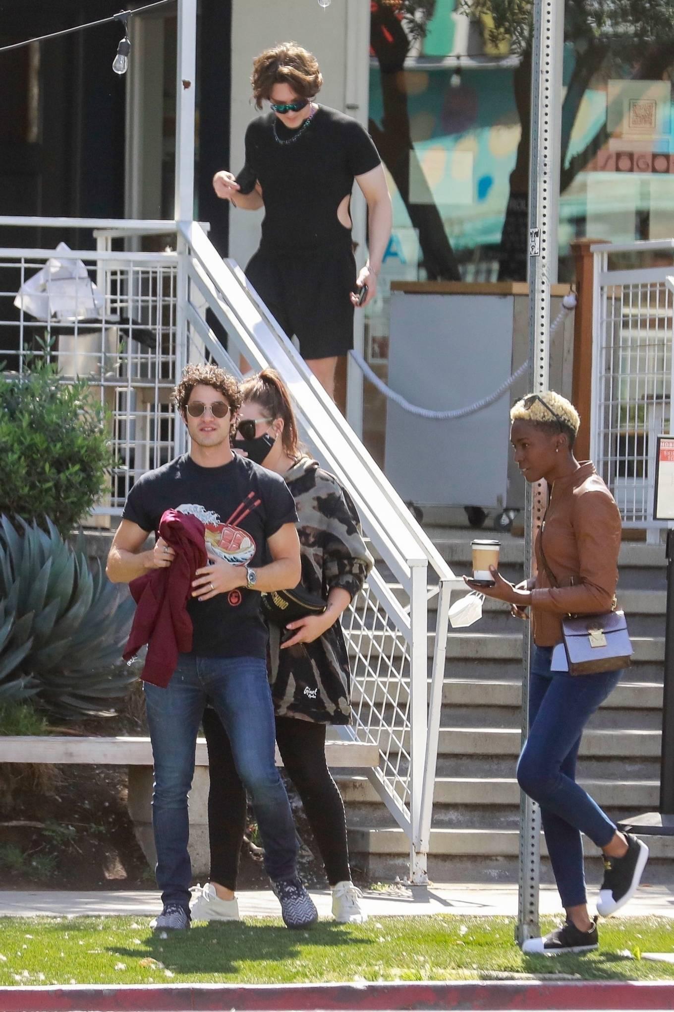Mia Swier 2021 : Mia Swier – lunch with friends in Los Feliz-24