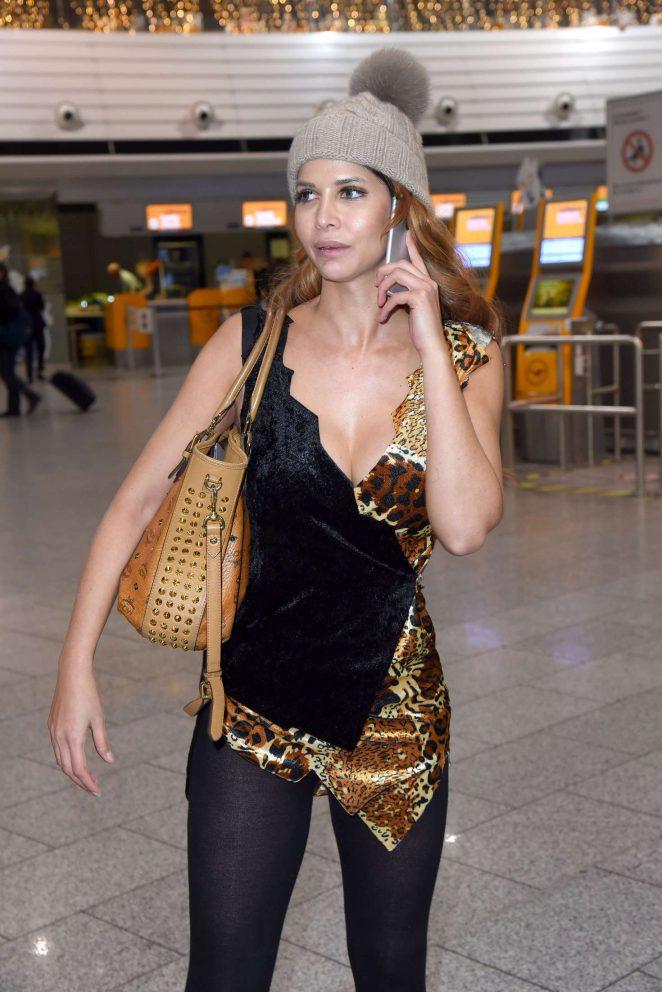 Micaela Schafer: Leaving to Australia at Frankfurt