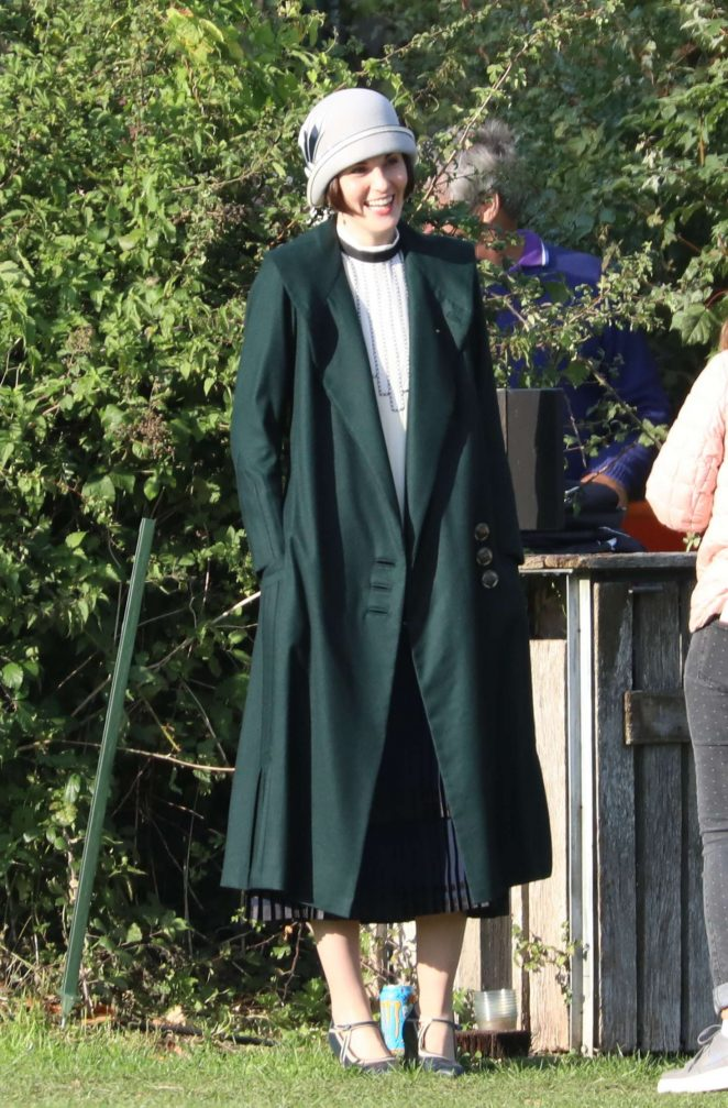 Michelle Dockery - Filming the 'Downton Abbey' in Bath