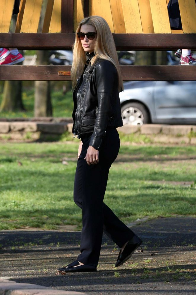Michelle Hunziker at the park in Milan -04