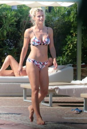 Michelle Hunziker - In bikini At a Pool in Milano