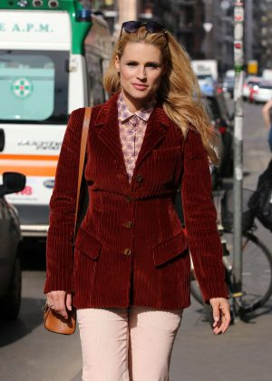 Michelle Hunziker in White Pants shopping in Milan