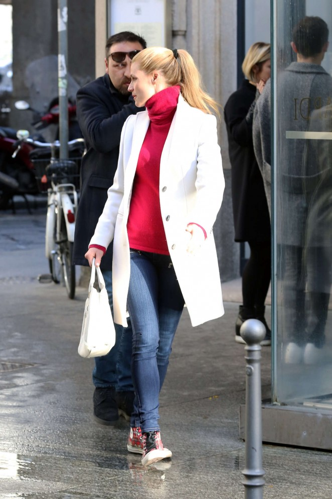 Michelle Hunziker out in Italy