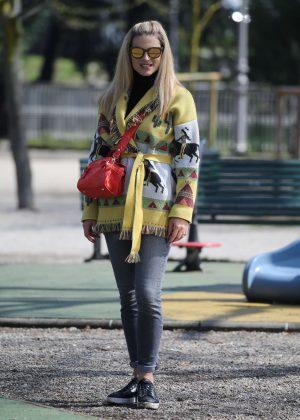 Michelle Hunziker - Out in Milan