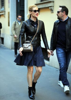 Michelle Hunziker shopping in Milan