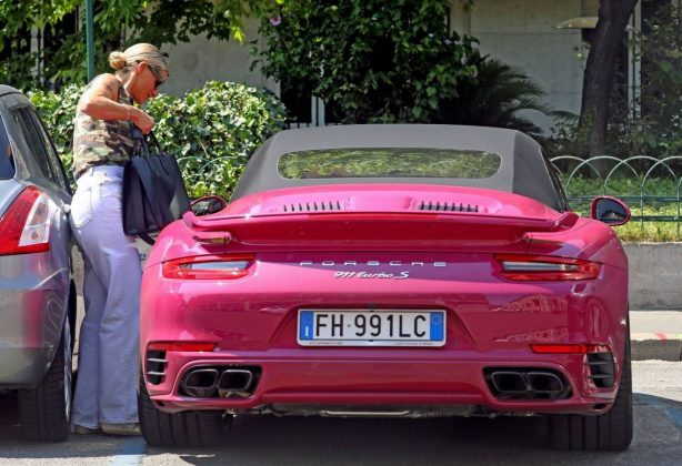 Michelle Hunziker - Spotted at her pink porsche in Milan