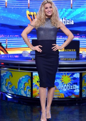 Michelle Hunziker - Strip The News Photocall in Milan