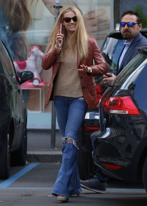Michelle Hunziker with her bodyguard in Milan