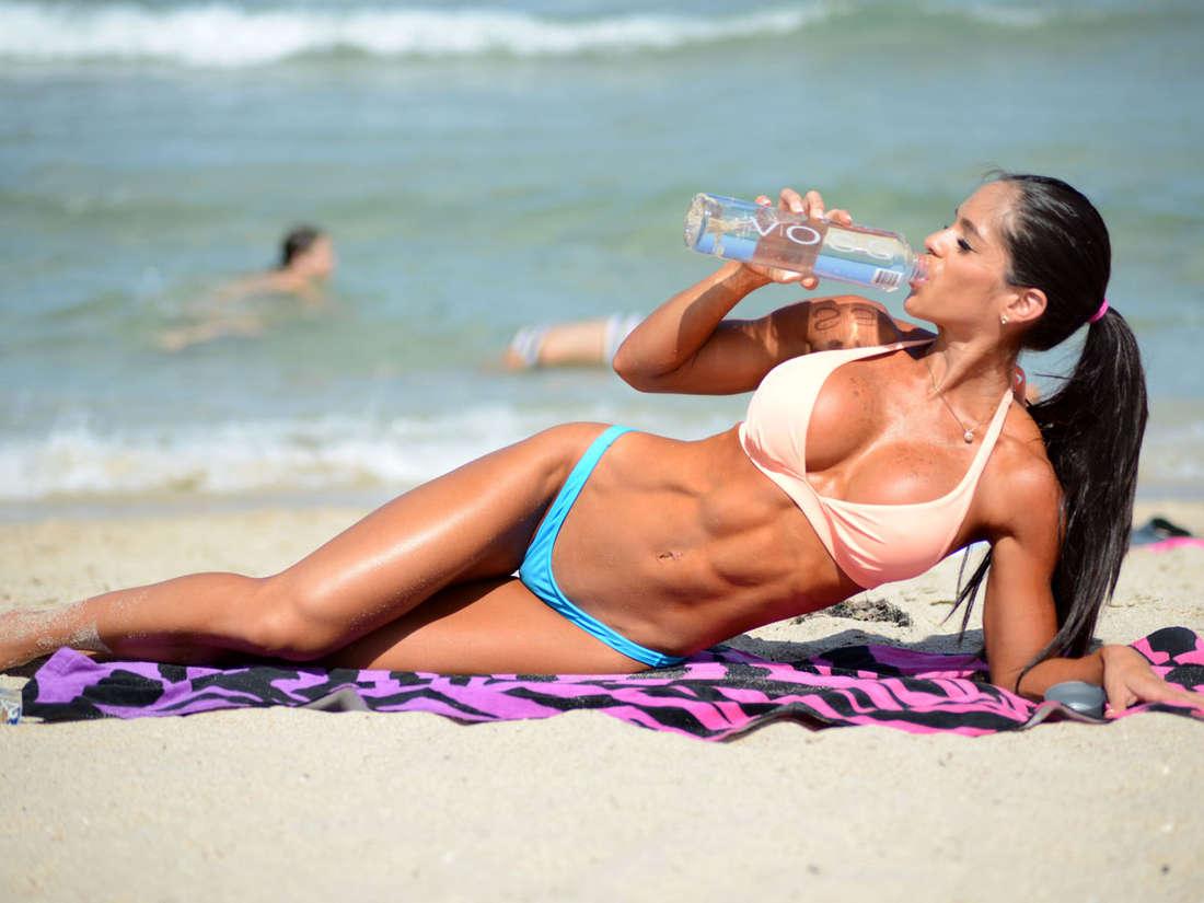 En bikini carol michel gaona - 3 1
