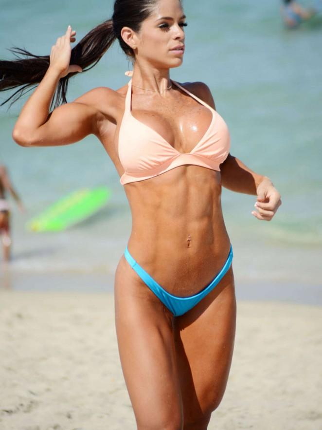 Michelle-Lewin-Hot-in-Bikini--11-662x883