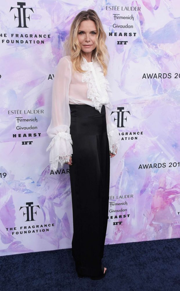 Michelle Pfeiffer: 2019 Fragrance Foundation Awards-01