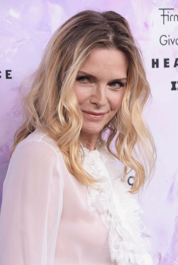 Michelle Pfeiffer: 2019 Fragrance Foundation Awards-02