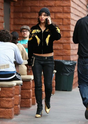 Michelle Rodriguez in Jeans -04