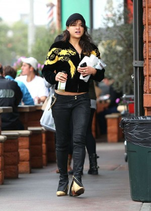 Michelle Rodriguez in Jeans -05