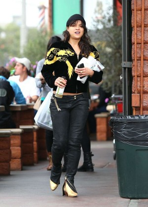 Michelle Rodriguez in Jeans -07