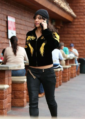 Michelle Rodriguez in Jeans -08